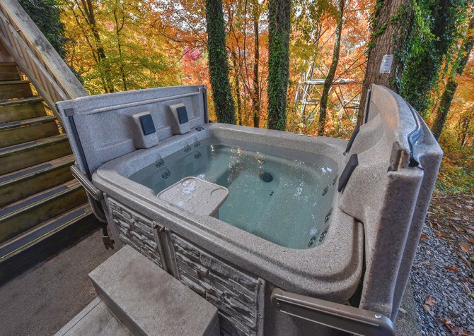 Gatlinburg Cabin - The Raven's Nest - Hot Tub
