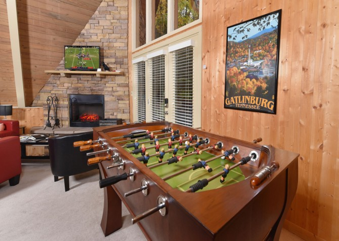 Gatlinburg Cabin - The Raven's Nest - Living Room