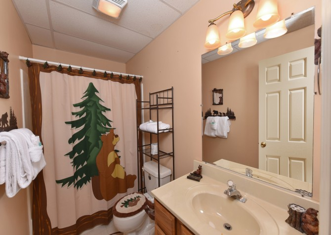 Gatlinburg - The Tree House - Bathroom