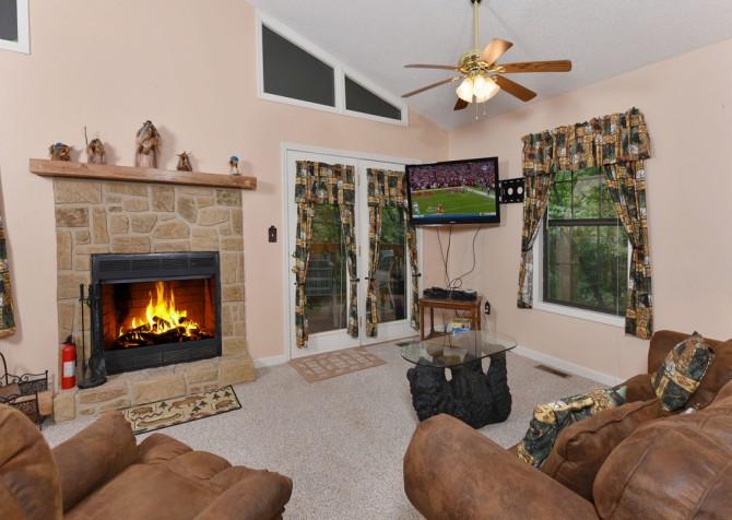 Gatlinburg - The Tree House - Living Room