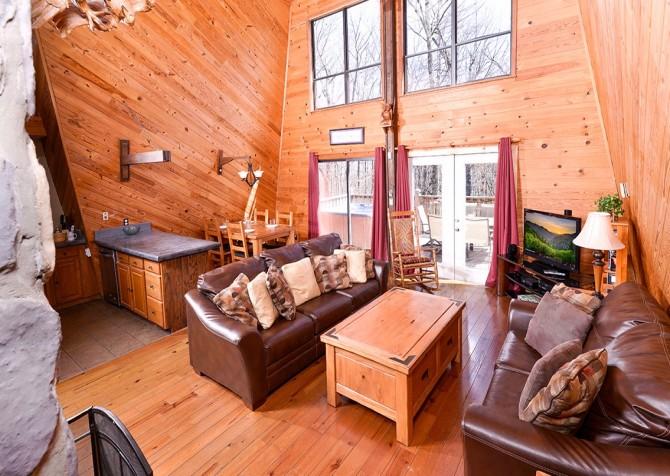 gatlinburg cabin – bird haven – living