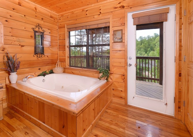 pigeon forge cabin – boo boo's den – indoor jetted tub