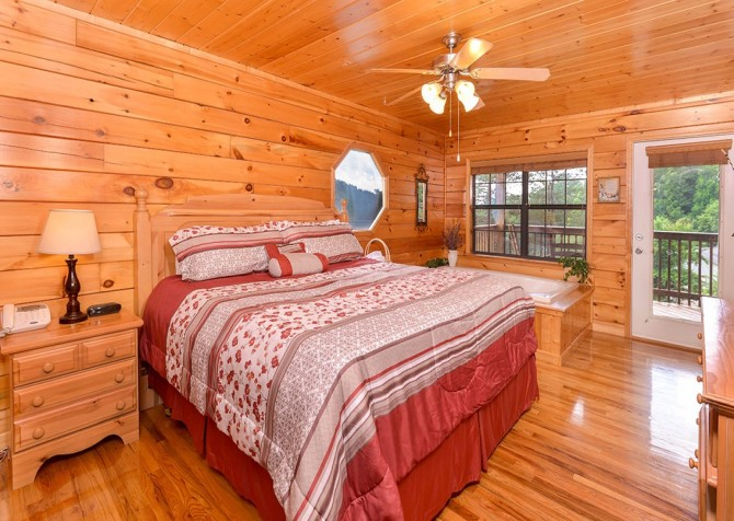 pigeon forge cabin – boo boo's den – bedroom