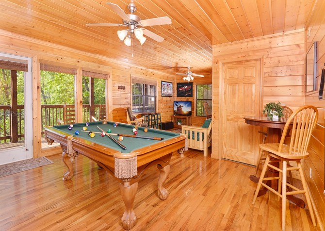 pigeon forge cabin – boo boo's den – pool table