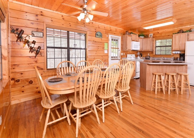 pigeon forge cabin – boo boo's den – kitchen