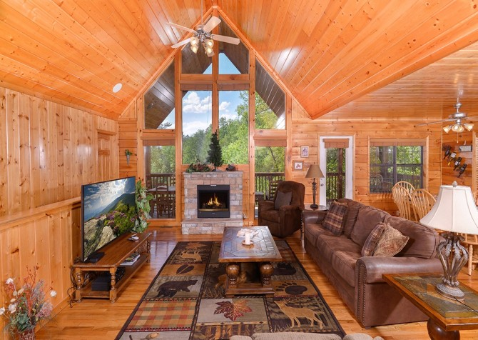 pigeon forge cabin – boo boo's den – living
