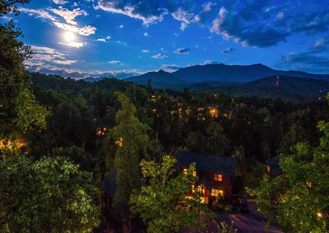 Gatlinburg - Cherokee Dream's Lodge - Twilight View