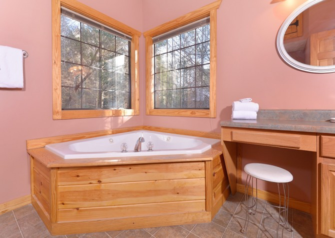 Gatlinburg Cabin - Hillside Escape - Bathroom