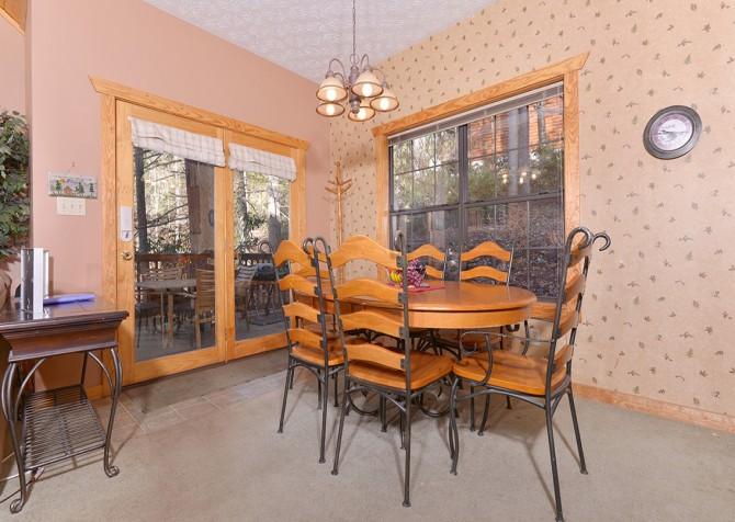 Gatlinburg Cabin - Hillside Escape - Dining Room