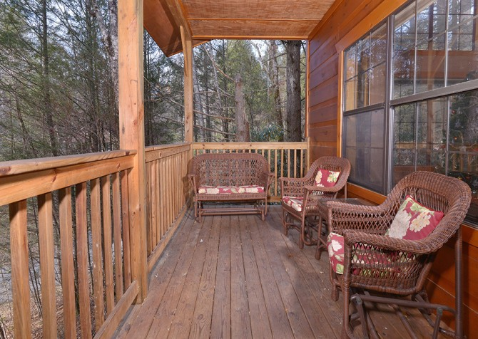 Gatlinburg Cabin - Hillside Escape - Exterior Deck