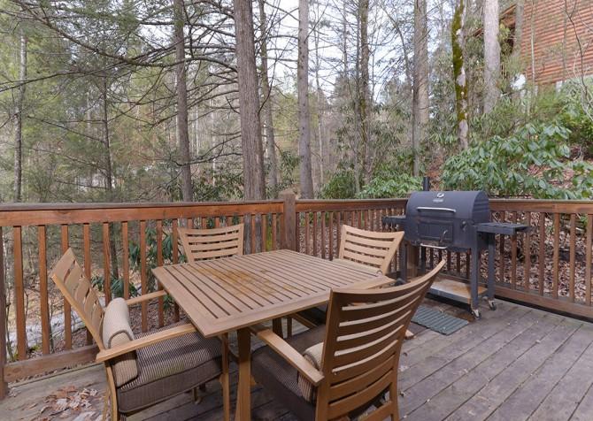 Gatlinburg Cabin - Hillside Escape - Deck Table and Grill