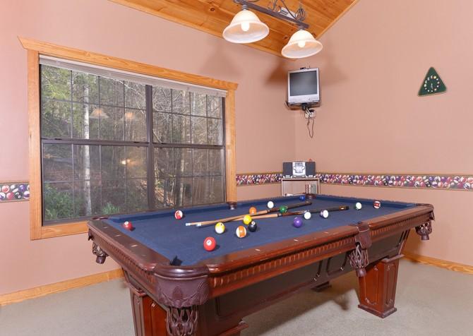 Gatlinburg Cabin - Hillside Escape - Pool Table