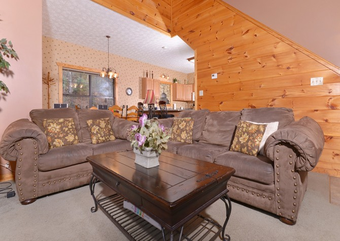 Gatlinburg Cabin - Hillside Escape - Living Room
