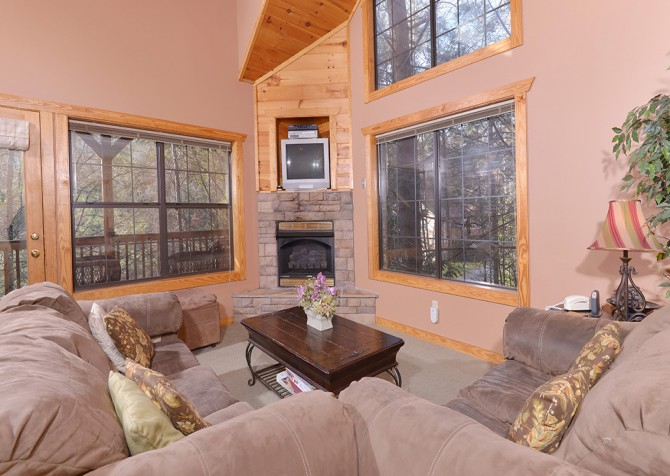 Gatlinburg Cabin - Hillside Escape - Living Room