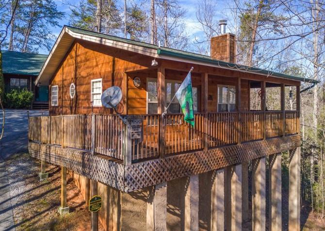 Gatlinburg Cabin - Honey Bear Heaven - Cabin Exterior