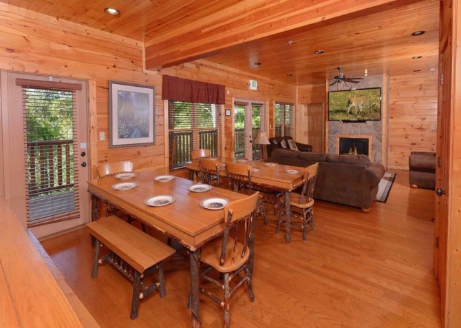 Gatlinburg Cabin- Into The Woods – Dining Area