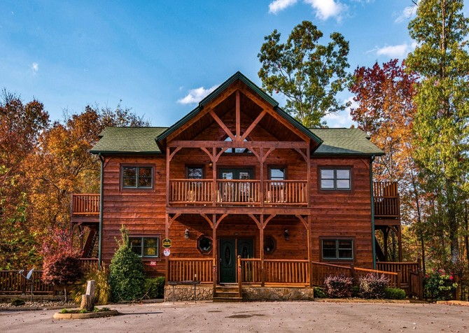 Gatlinburg Cabin- Into The Woods – Front Exterior