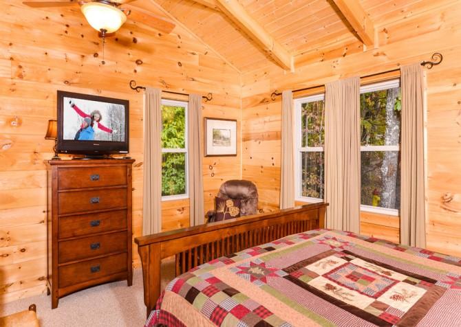 Gatlinburg Cabin- Jud's Place – Bedroom