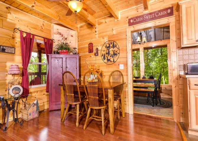 Gatlinburg Cabin- Jud's Place – Dining Area