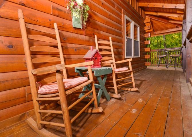 Gatlinburg Cabin- Jud's Place – Deck Rocking Chairs
