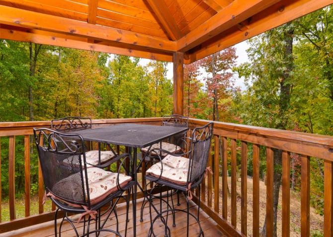 Gatlinburg Cabin- Jud's Place – Deck Seating