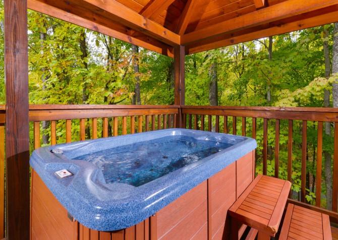 Gatlinburg Cabin- Jud's Place – Outdoor Hot Tub