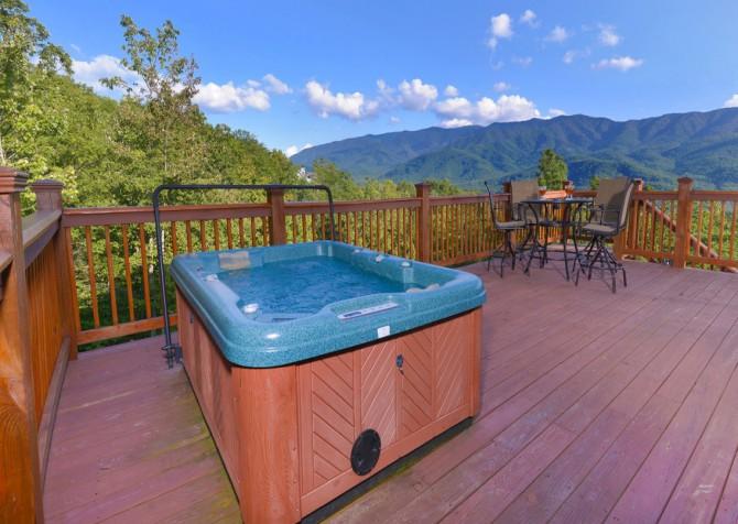 Gatlinburg - A Luxury View - Hot Tub