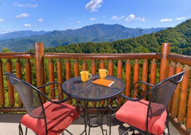 Gatlinburg - A Million Dollar View - Deck Dining