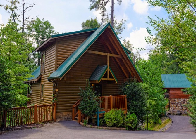 Gatlinburg Cabin- Mountain View Lodge – Exterior