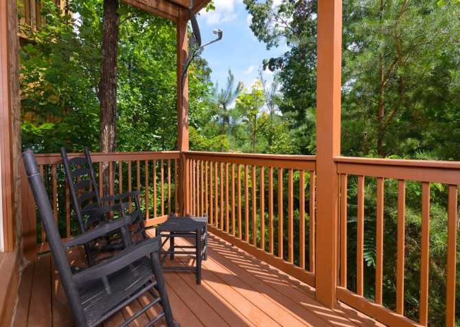 Gatlinburg Cabin- Mountain View Lodge – Deck Rocking Chairs