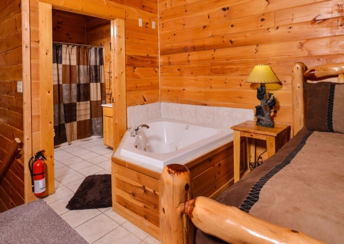 Gatlinburg Cabin- Mountain View Lodge – Indoor Jetted Tub