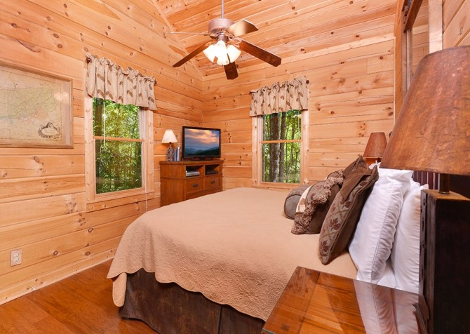Gatlinburg Cabin- Nature's Splendor - Bedroom