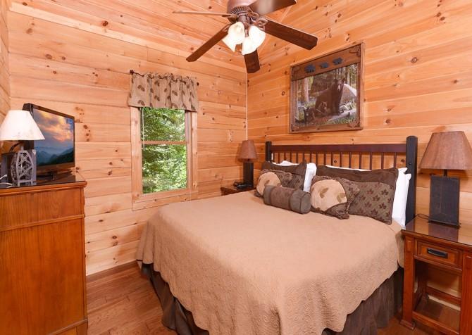 Gatlinburg Cabin- Nature's Splendor - Bedroom