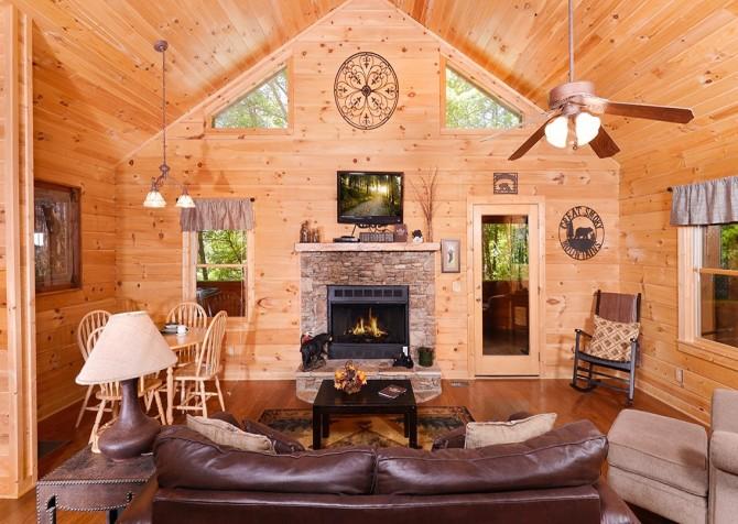 Gatlinburg Cabin- Nature's Splendor - Living Room