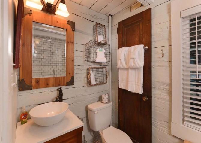 Gatlinburg Cabin- On River Time – Bathroom