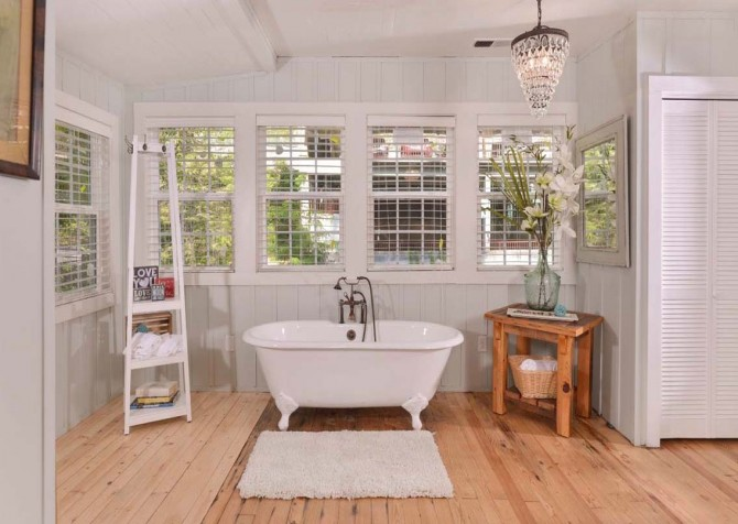 Gatlinburg Cabin- On River Time – Bathtub