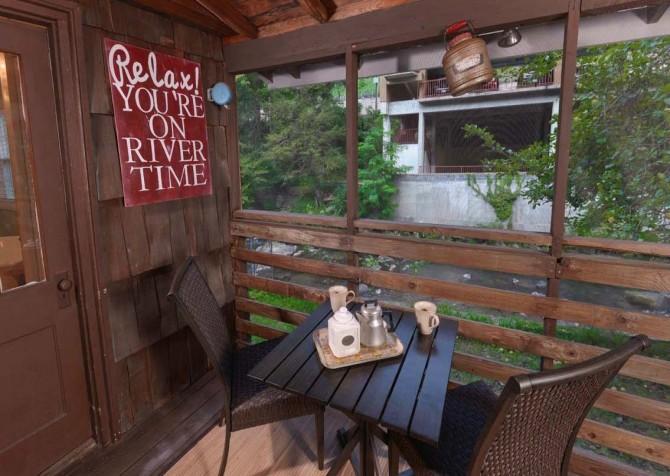 Gatlinburg Cabin- On River Time – Deck Seating