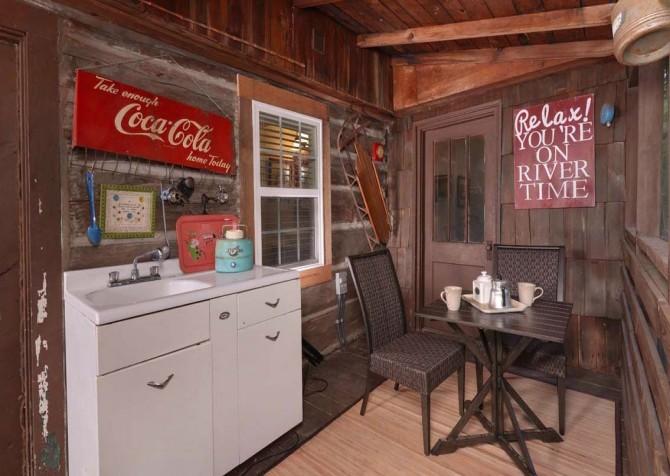 Gatlinburg Cabin- On River Time – Deck