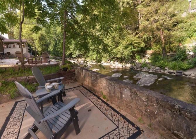 Gatlinburg Cabin- On River Time – River Side Seating
