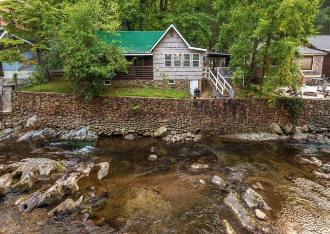 Gatlinburg Cabin- On River Time – River