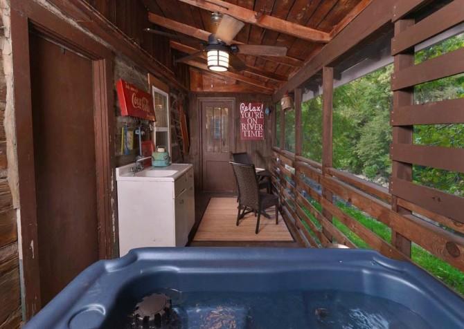 Gatlinburg Cabin- On River Time – Outdoor Hot Tub