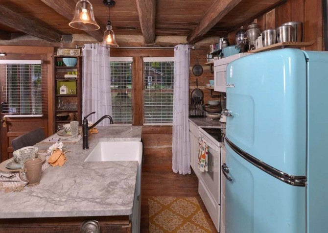 Gatlinburg Cabin- On River Time – Kitchen