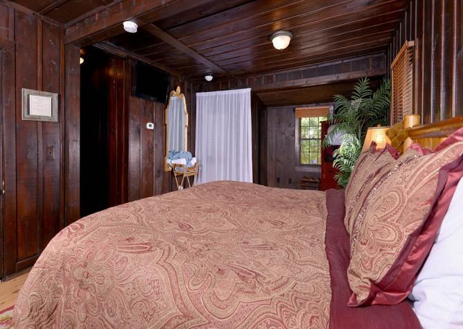 Gatlinburg Cabin- On The River – Bedroom
