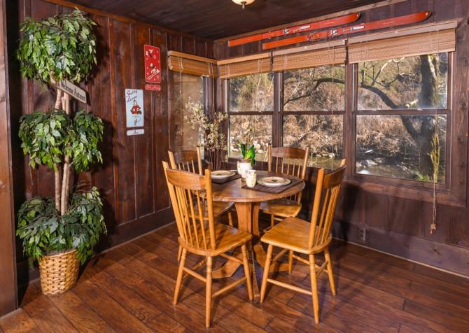 Gatlinburg Cabin- On The River – Dining Area