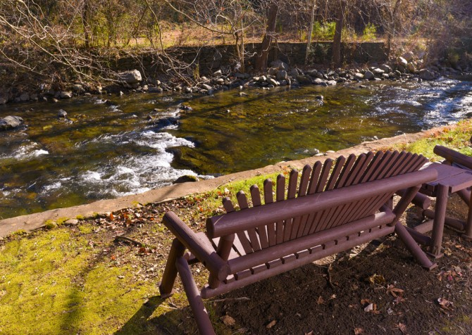 Gatlinburg Cabin- On The River – River Seating