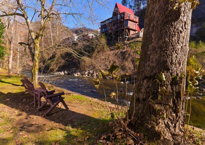 Gatlinburg Cabin- On The River – River View