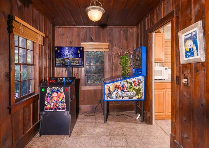 Gatlinburg Cabin- On The River – Game Room