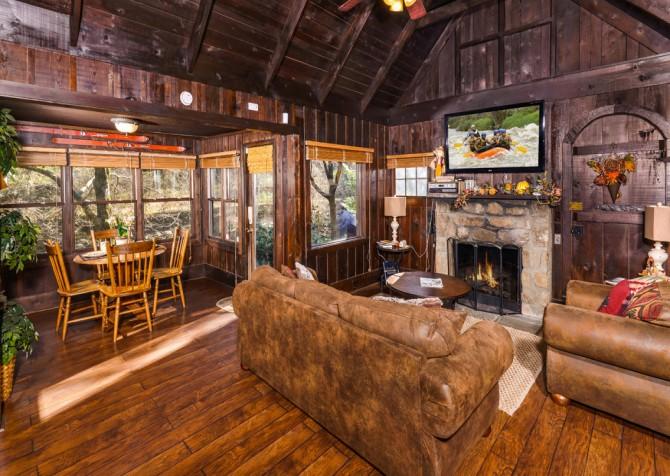 Gatlinburg Cabin- On The River – Living Room