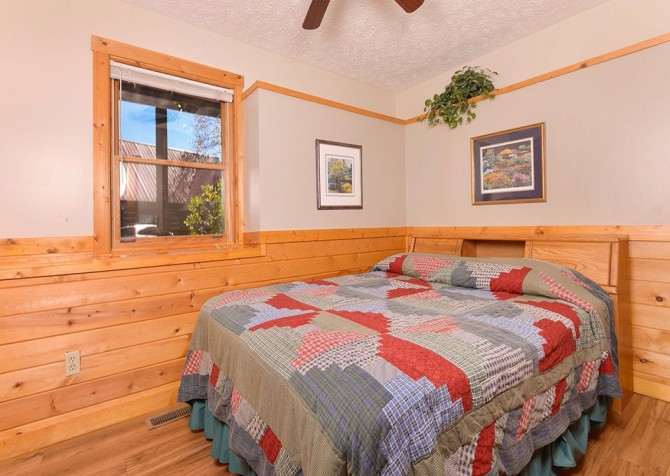 Gatlinburg Cabin- Our Mountain Home – Bedroom