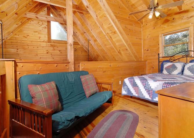 Gatlinburg Cabin- Our Mountain Home – Loft Futon